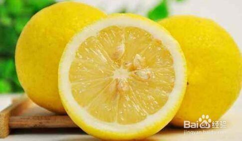 自制简单美白柠檬洁面水的步骤