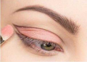 内凹眼怎么画眼妆图片