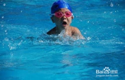 儿童游泳耳朵进水怎么办图片