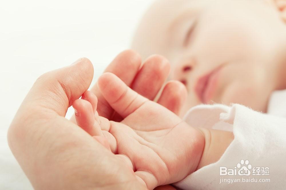 宝宝手指上起小水泡怎么办