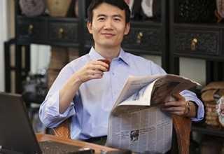 男人喝花茶图片
