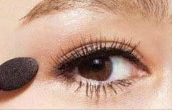 眼睛肿怎么化妆图解法图片
