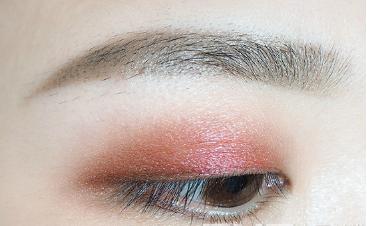 酒红色眼妆画法步骤图图片