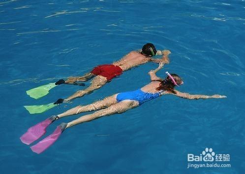 婴儿游泳耳朵进水怎么办图片