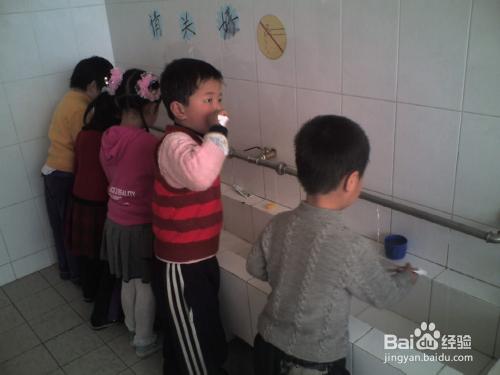 幼儿牙膏哪个牌子好图片