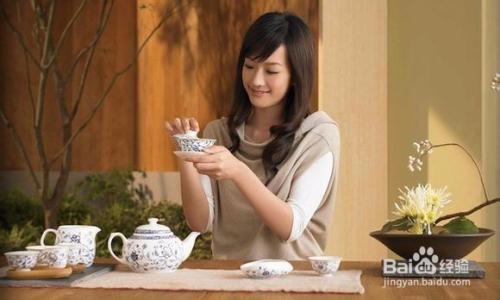 喝花草茶图片